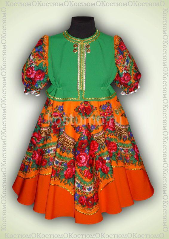 Оранжевое платье и розовые босоножки